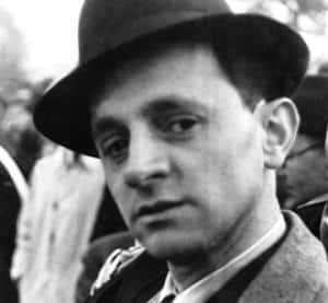 Pse Eqrem Çabej është dijetari më i madh i gjuhës shqipe?