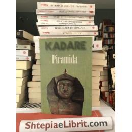 Piramida, Ismail Kadare