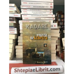 Unaza në kthetra, Ismail Kadare