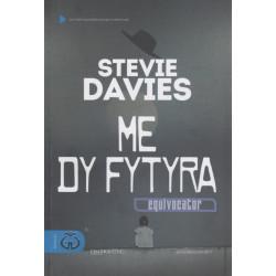 Me dy fytyra, Stevie Davies