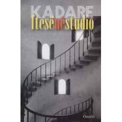 Ftese ne studio, Ismail Kadare